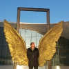 La scultura Wing of Mexico di Jorge Marin davanti al Heydar Aliyev Center