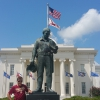 A Montgomery, davanti alla Statua Duty Called, dedidacata ai poliziotti deceduti