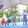 I Generali Boni, Marchiò e Norton mostrano le bandiere