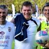 A fine partita, con l'allenatore della Pro Vercelli Scazzola e l'arbitro Trentalange