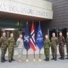 Nella base Nato Joint Warfare Centre con personale militare multinazionale. Da sinistra, dopo di me, Ufficiali di Italia, Germania, Norvegia, USA, Canada, Polonia, Ungheria, Spagna, Danimarca e Gran Bretagna